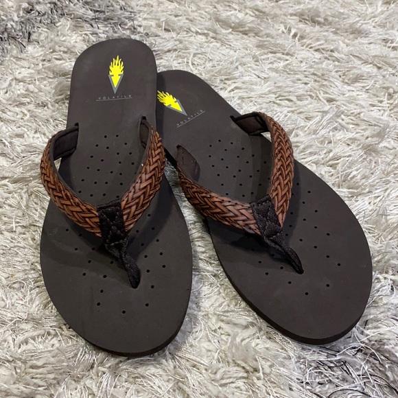Volatile flip flops brown sz 9